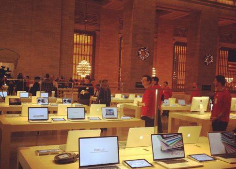 Apple открывает самый большой Apple Store
