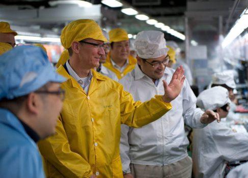Рабочие заводов Foxconn не видят улучшений условий труда