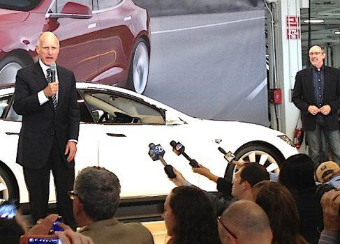 Первая Tesla S покинула завод