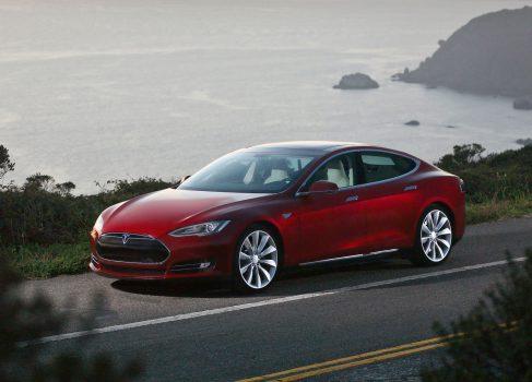 Tesla Motors начинает поставки модели S намного раньше срока