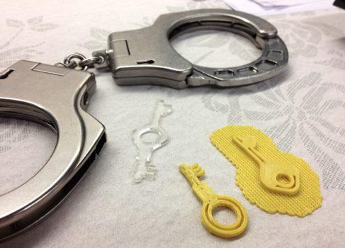 Ключ, отпечатанный на 3D-принтере, открывает наручники