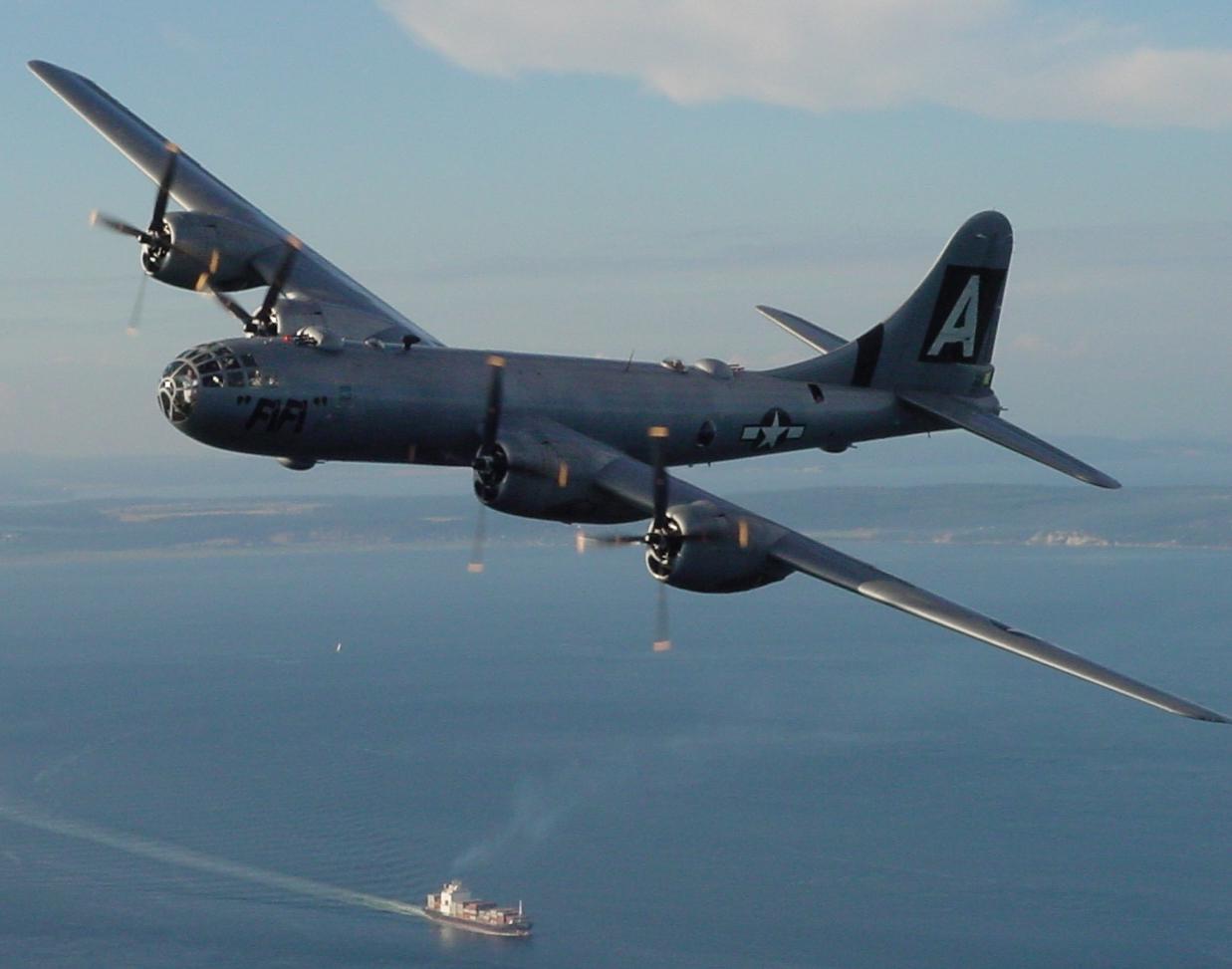 Satellitenaufnahme B29Bomber aus Kaltem Krieg in Eis