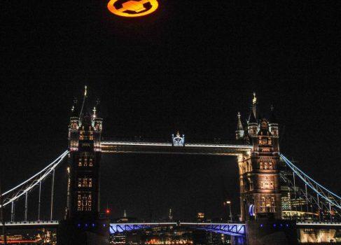 На церемонии, посвященной Halo 4, в небо Лондона запустили логотип серии