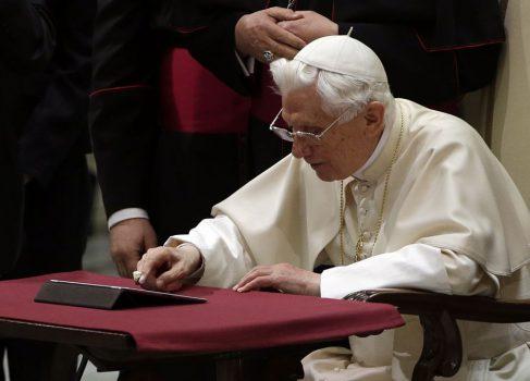 Первый твит Папы Римского