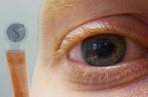 Создан LCD-дисплей в формате контактной линзы