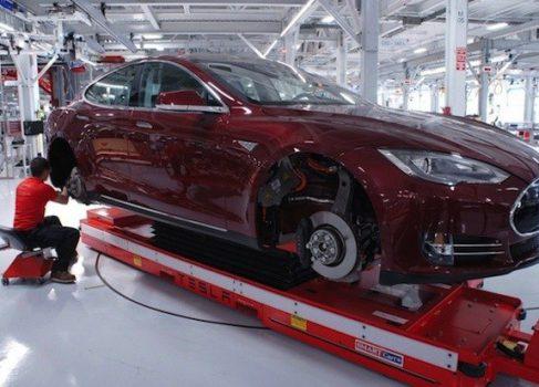 Tesla Motors планирует открыть 25 магазинов в 2013