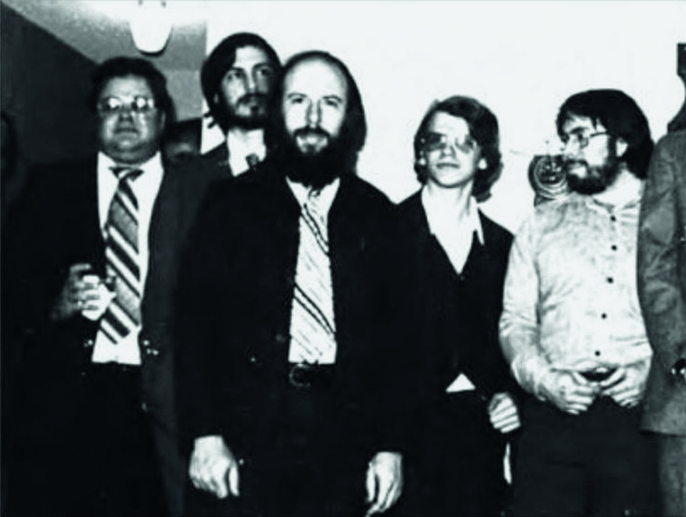 1298995357Group_photo_from_L_to_R__Mike_Scott_Steve_Jobs_Jef_Raskin_Chris_Espinosa_and_Woz