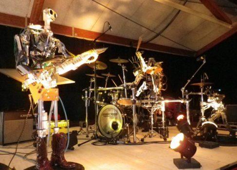Как зажигают роботы: «Ace of Spades» Motörhead в исполнении железного трио [видео]
