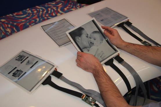 plastic-logic-papertab-thin-tablet-4