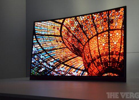 SAMSUNG представила первый в мире «изогнутый» OLED телевизор