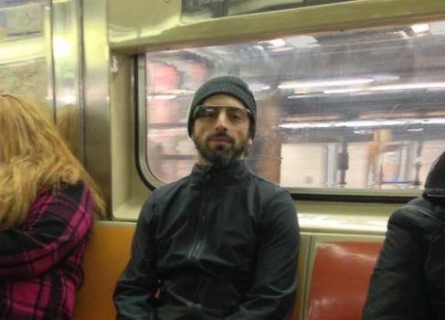 Сергей Брин в метро Нью-Йорка и очках Google Glass