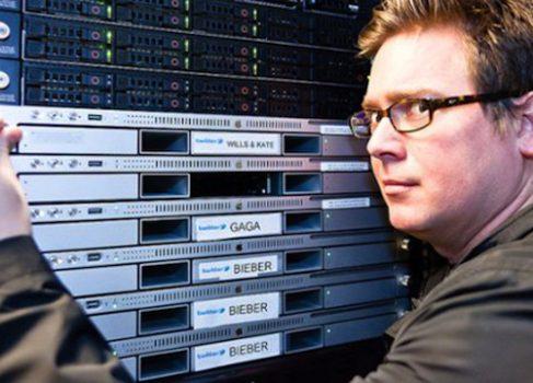 Целых три сервера работают на тви аккаунт Джастина Бибера