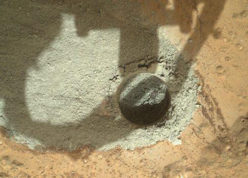 Mars Curiosity впервые просверлил поверхность Марса