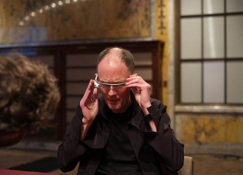 Отец киберпанка примерил Google Glass