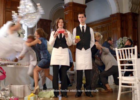 Microsoft, Apple, Samsung и драка на свадьбе [реклама]