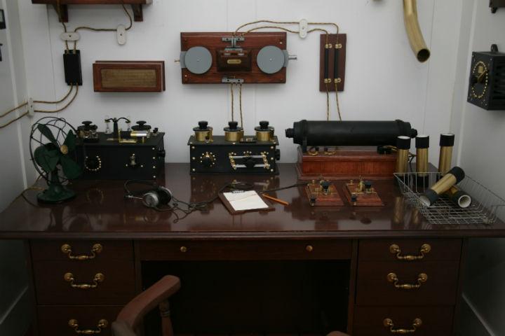 Titanic's_Marconi_appartus