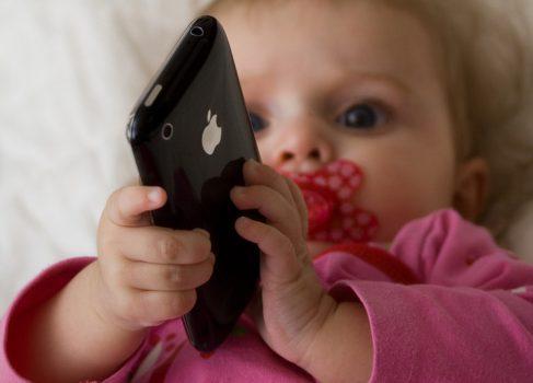 38% детей в возрасте до 2 лет используют мобильные устройства