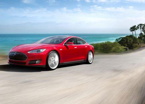 Apple вела переговоры о покупке Tesla Motors?