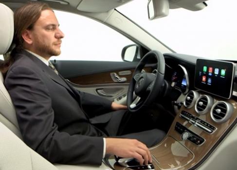 Демо-ролик Mercedes демонстрирует возможности Apple CarPlay